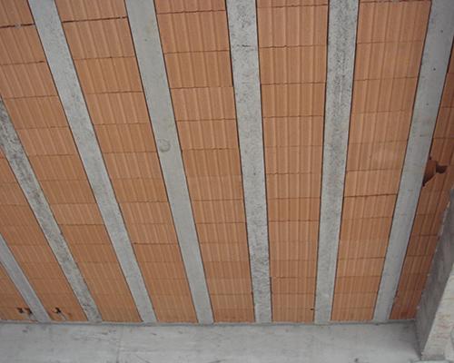 Painel treliçado de concreto